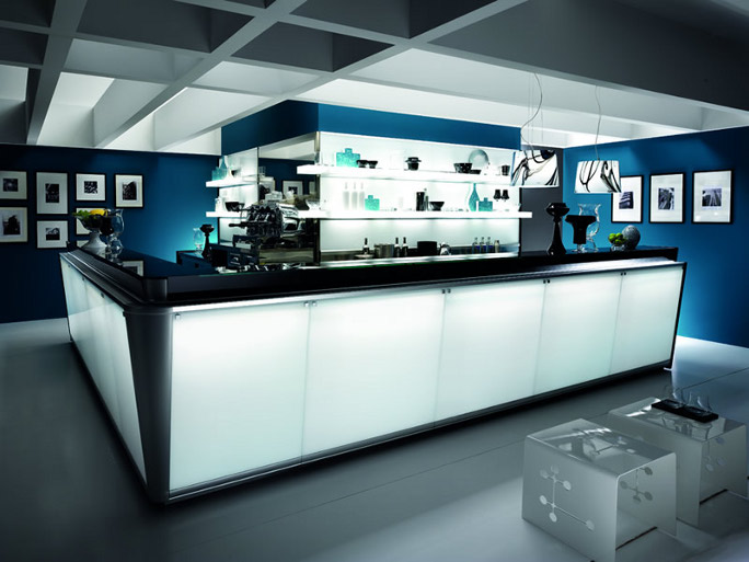 Arredamento bar luminoso for Costa group arredamenti