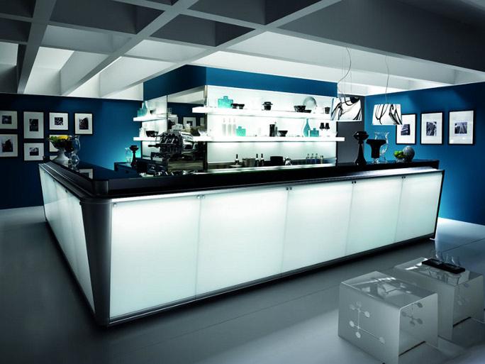 Arredamento bar luminoso for Arredamento pasticceria prezzi