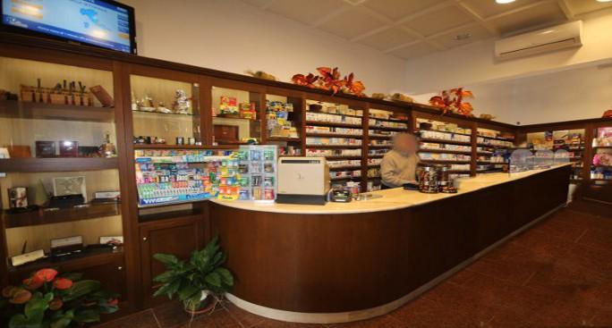 Arredamento tabaccherie for Arredo tabaccheria