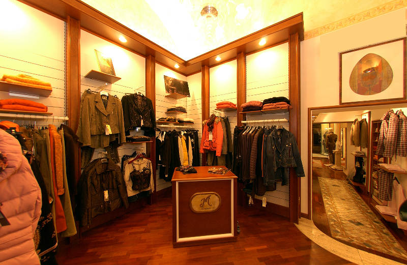 cd2531bcd6ad Arredo negozio Abbigliamento Civita Castellana Viterbo