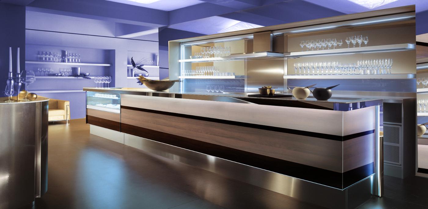 Arredamento bar arredo negozi shopgroup for Banchi bar e arredamenti completi