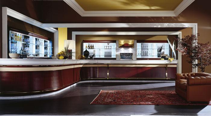 Arredamento bar classico for Arredo ufficio classico