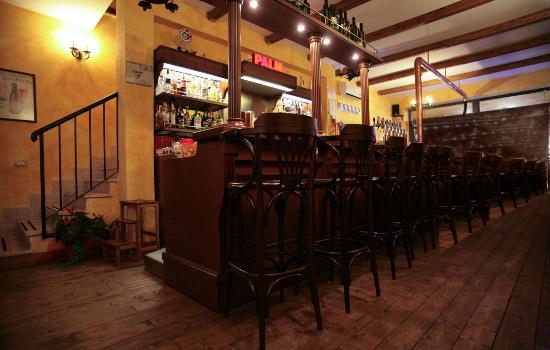 Arredamento pub birreria roma for Arredamento per pub e birrerie