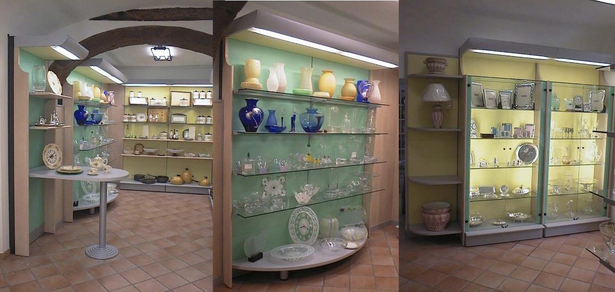 Arredi per negozi casalighi articoli da regalo viterbo for Arredamento in regalo roma