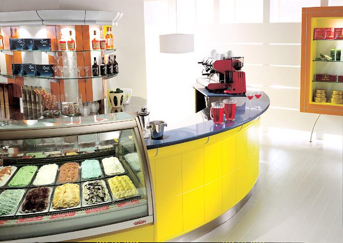 Arredo gelateria con angolo bar for Arredamento angolo bar