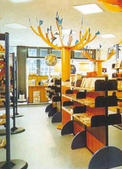 Arredamento cartoleria libreria for Arredamento edicola
