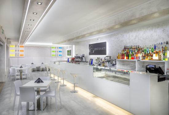 Arredamento bar sensation white for Arredamento bar tabacchi