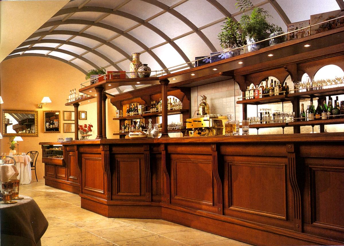 Arredamento bar finiture in rovere for Arredamento wine bar