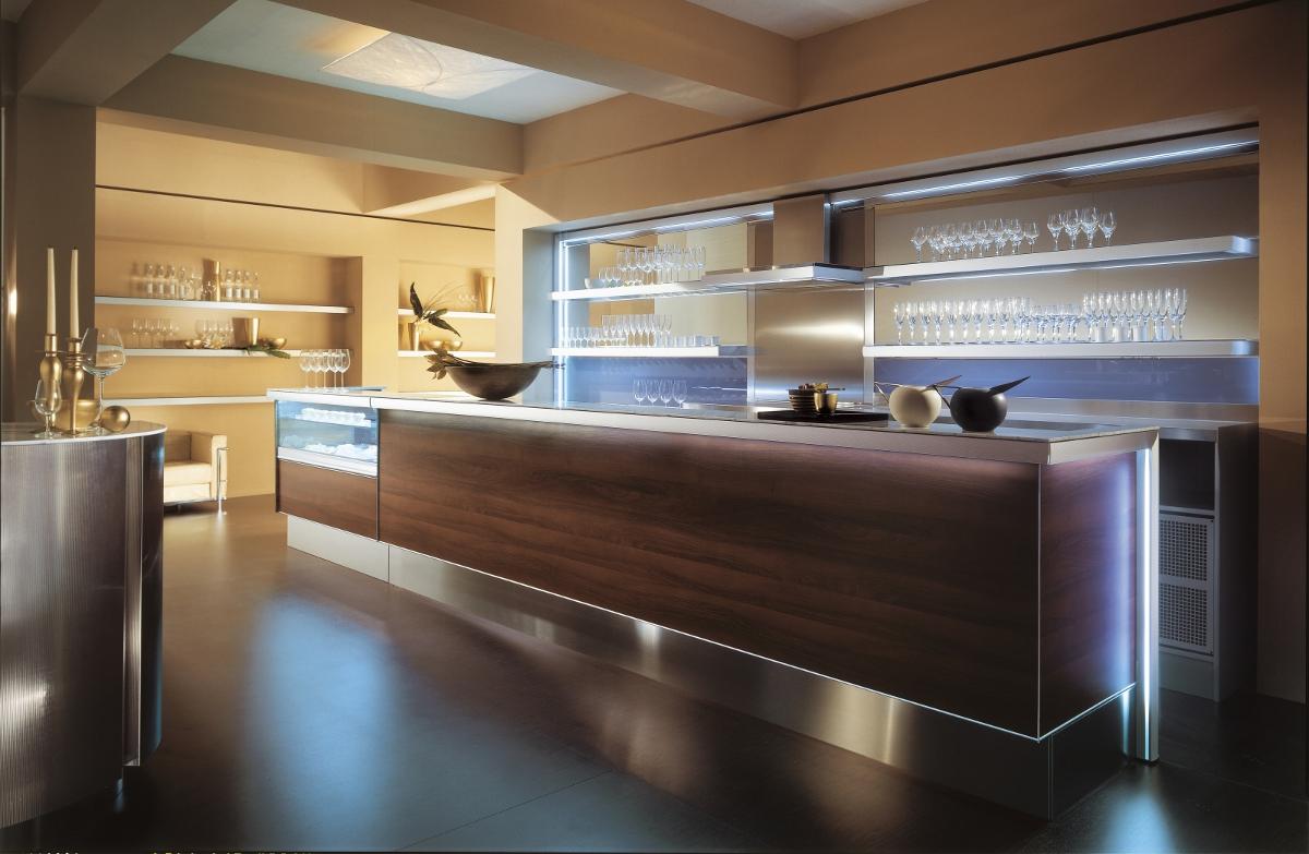 Arredo bar profili in alluminio for Arredamento angolo bar